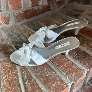 Bandolino white leather slides 7.5